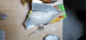 Meyve suyu kutusundan uyuşturucu, çakmaktan hassas terazi çıktı
