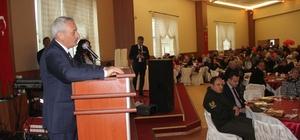 İncesu Belediyesi, 8 Mart Kadınlar Gününü karanfil dağıtarak kutladı