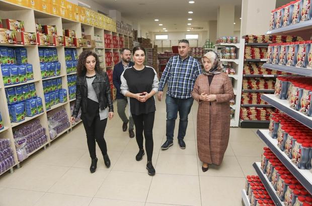Ebru Yaşar'dan Sosyal Market'e Destek