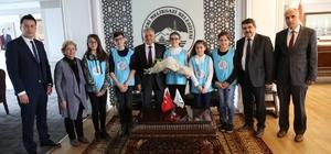 Çocuk Meclisi üyeleri Başkan Büyükkılıç'ın Tıp Bayramı'nı kutladı
