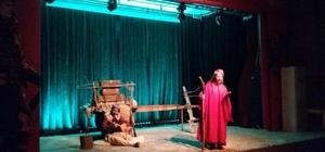 """""""Milli Mücadelenin Kayıp Kadınları"""" adlı tiyatro oyunu Ümraniye'de sahnelendi"""