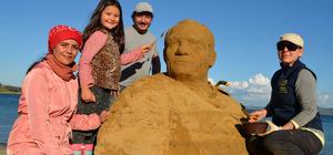 Gelibolu sahillerini kumdan heykeller süsleyecek