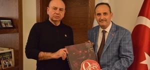 Şair Nazilli, Başkan Saraoğlu'na kitap hediye etti