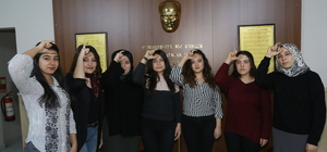 İşaret dilini öğrenip Mehmetçik için klip çektiler