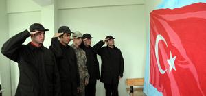 Türk bayraklı tuvale 36 bin 647 şehidin ismini yazdılar