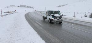 Erzincan'da ulaşıma kar yağışı ve sis engeli