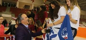 Üniversiteler arası Türkiye Eskrim Şampiyonası ödüllerini Rektör Bağlı verdi