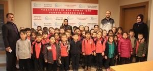 Öğrenciler Gıda Bankası'nda yardımlaşmayı öğreniyor