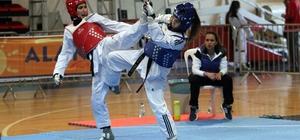 Alanya'da Taekwondo Gençler Grup maçları