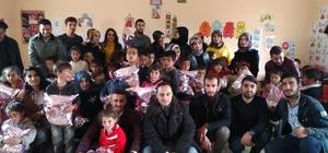 Üniversiteli gençlerden köy çocuklarına destek