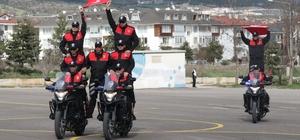 Yunus Timleri'nin motosikletli gösterisi büyüledi