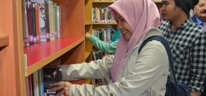 Endenozyalı öğrenciler, Halk Kütüphanesine üye oldu
