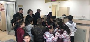 Geyveli öğrenciler mektuplarını dualarla Afrin'e gönderdi