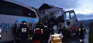 Muş'ta feci kaza: 1 ölü, 40 yaralı