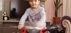 (Özel Haber) 4 yaşındaki Selçuk beynindeki 8 tümörle savaşıyor