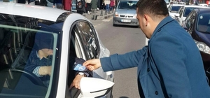 Ülkü Ocakları emniyet kemeri takan sürücülere hediye verdi