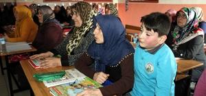 Torunlarının eğitim gördüğü sıralarda okuma- yazma öğreniyorlar