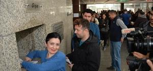 Tiyatro Festivali'nde bilet kuyruğu