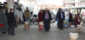 Çankarı'da pazar esnafı ve alışveriş yapanlara İstiklal Marşı sürprizi