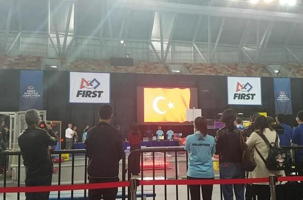 """Liseli gençlerin """"defans robotu"""" dünya şampiyonasına katılacak"""