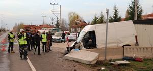 Kamyonet polis noktasındaki beton bariyerlere çarptı: 1 ölü