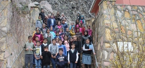 Öğrenciler, Eskigediz beldesinin tarihi mekanlarını gezdi