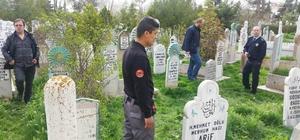 Yaşlı adamı mezarlıkta bıçakladılar