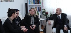 Vali Çakacak ve eşi şehit Odabaşı'nın ailesini ziyaret etti