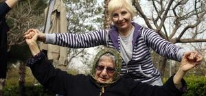 Yaşlı öğrenciler, sağlıklı yaşlanma için yürüdü