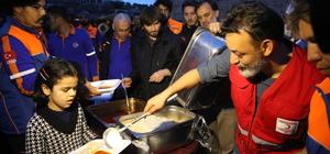 AFAD ve Türk Kızılayından Afrin'in köylerinde sıcak yemek ikramı