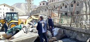 Hakkari'de kaçak yapılar kaldırıldı