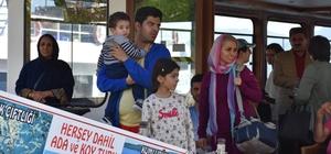 İranlı turistler tekne gezisinde İzmir Marşı ile eğlendi