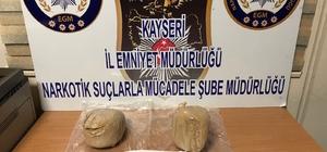 Kadın yolcunun çantasından 3 kilo eroin çıktı