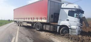 Bursa'da kamyonetle tır çarpıştı: 2 ölü