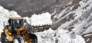 Karla kaplı yolları ulaşıma açma çalışması