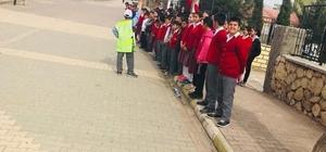 Öğrencilere trafik dedektifi oluyor