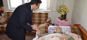 Başkan Mengi ev ev dolaşıp yaşlıları ziyaret etti