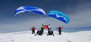 Murat Dağı'nda kayaklı yamaç paraşütü yaptılar