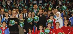 Hidayet Türkoğlu, İzmit'te 10 bin basketbol topu dağıttı