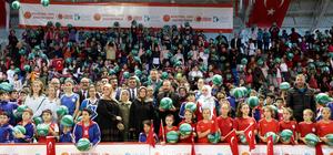 İzmit'te 10 bin öğrenciye basketbol topu