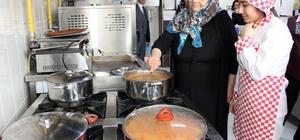 Huzurevi sakinleri, mutfakta tecrübelerini öğrencilerle paylaştı