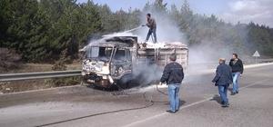 Seyir halindeki kamyonet bir anda alev aldı