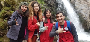 Manisalı gençler 'Hayat doğada' dedi Türkmen Şelalesine yürüdü