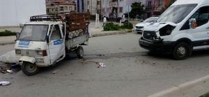 Minibüs ile triportör çarpıştı: 1 yaralı