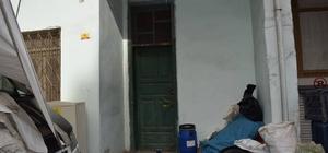 Ölen yazarın evini temizleyen işçiler, 130 bin TL buldu