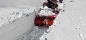 Erzurum'un yüksek kesimlerinde karla mücadele