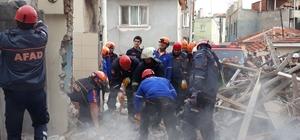 Doğalgaz patlamasında ev enkaza döndü: 1 ölü, 2 yaralı
