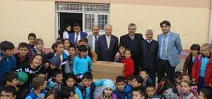 Öğrenciler harçlıklarıyla askere hediye gönderdi