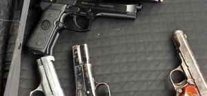 Şüpheli araçtan 4 tabanca ele geçirildi