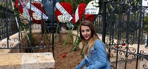 Aşık Veysel, ölümünün 45'inci yılında Sivas'taki mezarı başında anıldı